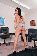 Страстный секс с пышной брюнеткой с большими сиськами в офисе #3