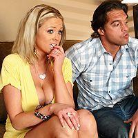 Пышногрудая блондинка занимается сексом с другом своего парня