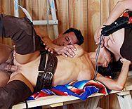 Смотреть жаркий секс втроем с привлекательными сучками в бане - 5