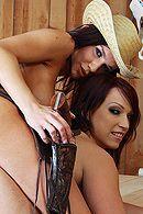 Смотреть жаркий секс втроем с привлекательными сучками в бане #4