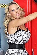 Двойное проникновение в раздевалке с жадной пышногрудой блондинкой #5
