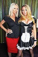 Групповое порно с привлекательными блондинками в чулках #1