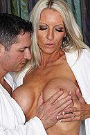 Групповое порно с привлекательными блондинками в чулках #5