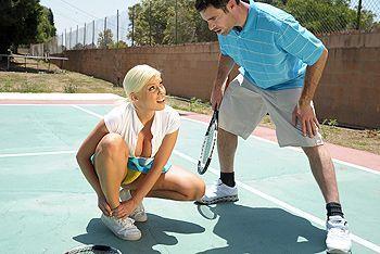 Смотреть жаркий секс с сисястой теннисисткой