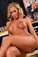 Смотреть красивое порно лысого с солидной блондинкой с большими сиськами #4