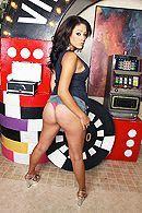Страстный секс в казино с горячей брюнеткой с огромными сиськами #2