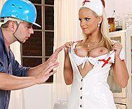 Красивый анальный секс сексуальной медсестры с рабочим парнем - 1