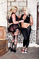 Смотреть жесткий групповой секс двух пар со зрелыми блондинками #1