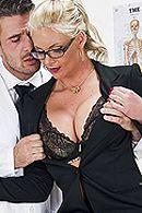 Смотреть анальное порно сочной блондинки с доктором #5