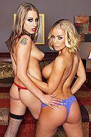 Смотреть секс втроем с блондинками с большими сиськами #2