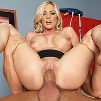 Вагинальный секс в офисе с блондинкой с огромными сиськами