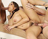 Порно сногсшибательной красотки принимающей два члена - 4