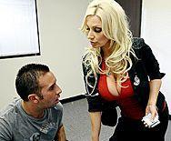 Красивый секс в офисе с горячей зрелой блондинкой - 1