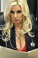 Красивый секс в офисе с горячей зрелой блондинкой #5