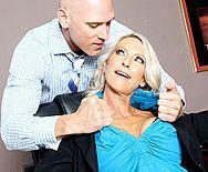 Смотреть порно босса со зрелой секретаршей в офисе - 1