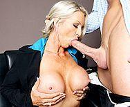 Смотреть порно босса со зрелой секретаршей в офисе - 2
