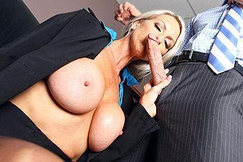 Смотреть порно босса со зрелой секретаршей в офисе