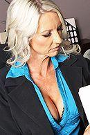 Смотреть порно босса со зрелой секретаршей в офисе #5