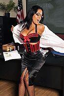 Смотреть секс директора со школьной училкой в униформе #2