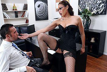 Порно босса с молоденькой азиатской секретаршей в чулках