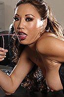 Порно босса с молоденькой азиатской секретаршей в чулках #3