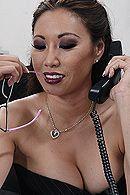 Порно босса с молоденькой азиатской секретаршей в чулках #5