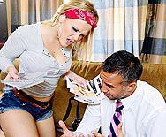 Смотреть красивый секс с молодой блондинкой в эротическом белье - 1