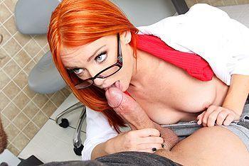 Смотреть трах в пизду рыжей медсестры с большой жопой