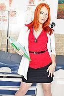 Смотреть трах в пизду рыжей медсестры с большой жопой #1