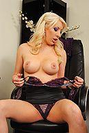 Смотреть горячее порно с опытной блондинкой с большими сиськами #2