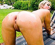 Сочный анал в пышную задницу красивой блондинки на природе - 1