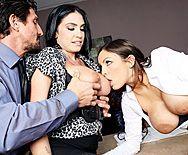 Грудастые лесбиянки в чулках устроили секс втроем на столе босса - 1