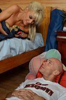 Эмоциональный секс лысого с красивой молодой блондинкой с упругой попкой #5