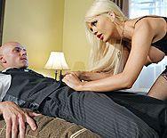 Смотреть безумный секс с красивой блондинкой с огромными сиськами - 1