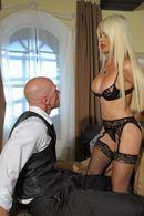 Смотреть безумный секс с красивой блондинкой с огромными сиськами #5