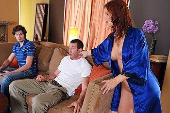 Смотреть секс взрослой женщины с другом сына
