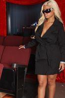 Смотреть двойное проникновение с сексуальной блондинкой в кинотеатре #4