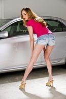 Смотреть красивый секс в гараже с блондинкой с натуральными сиськами #2