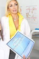 Страстный секс медсестры с пышногрудой блондинкой медсестрой #5