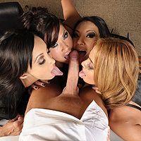 Четыре лесбиянки с красивыми сиськами устроили групповой секс с боссом