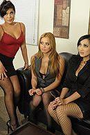 Четыре лесбиянки с красивыми сиськами устроили групповой секс с боссом #5