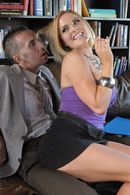 Красивое порно бизнесмена с сексуальной блондинкой в очках #5
