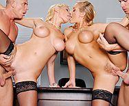 Смотреть групповой секс в офисе с горячими блондинками в чулках - 4