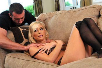 Красивый секс с привлекательной зрелой блондинкой