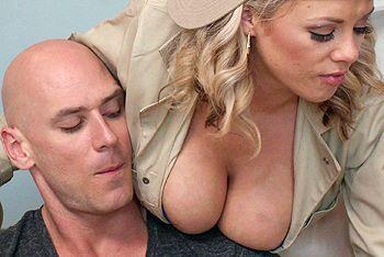 Страстный секс лысого с пышногрудой ненасытной блондинкой
