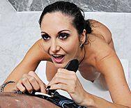 Смотреть жаркий анал в ванной с сексуальной стройной брюнеткой - 1