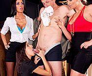 Смотреть групповой секс с тремя развратными лесбиянками - 2
