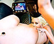 Сексуальные лесбиянки мастурбируют бритые киски и снимают на камеру - 1