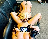 Сексуальные лесбиянки мастурбируют бритые киски и снимают на камеру - 2