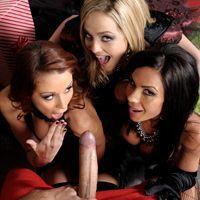 Смотреть групповой трах с тремя ненасытными лесбиянками